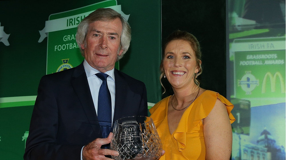 McDonald's People's Award goes to women's football champion Elaine Junk | IFA