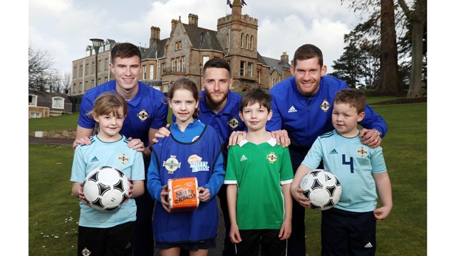 Ava, Eilidh, Conor and Toby pictured with Paddy McNair, Conor Washington and Michael McGovern.JPG