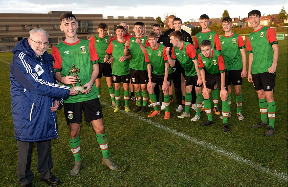 Brian Larkin presents Caolan McBride with his man of the match award.jpg